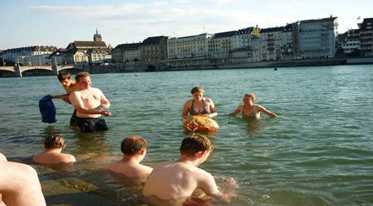 4 Rhine swimmers near Basel