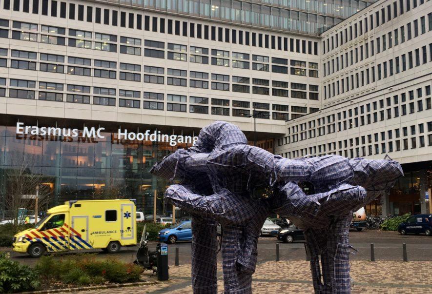 CBK Rotterdam werkt aan een levendig kunstklimaat in Rotterdam. Dat doen we samen met makers, partners en bewoners van de stad. Daarmee staan we middenin de stad en zijn we betrokken bij wat er leeft in de stad. We stellen kunstenaars in staat nieuw werk en een nieuwe taal te ontwikkelen en gezamenlijke initiatieven te ontplooien. Zo geven we gezamenlijk mede vorm aan de gedroomde stad.