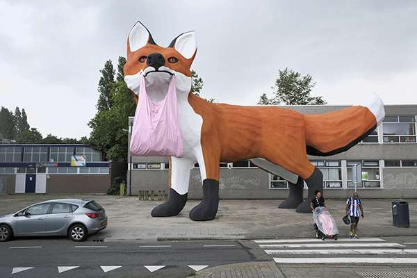 Forest polder fox, Florentijn Hofman, Schiedamseweg, 2020. Photo: Otto Snoek